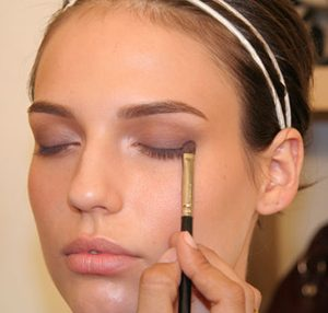 How to Apply Eyeshadow – Tips, Choosing and Putting On Eye Shadows