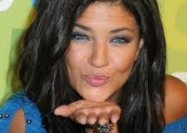 Jessica Szohr in Electric Blue Eyeliners