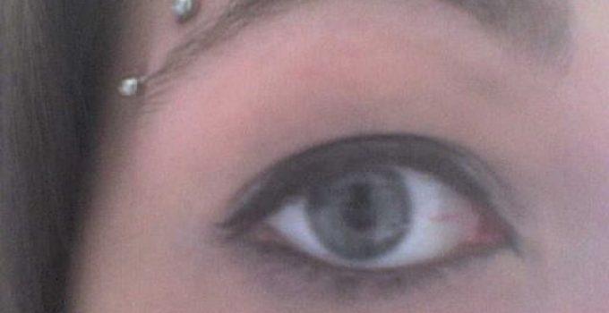 Eyebrow Piercing - Horizontal Eyebrow Piercing