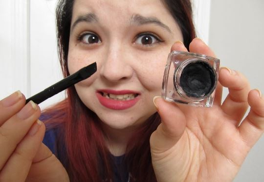 Creamy eyeliner application - How to apply