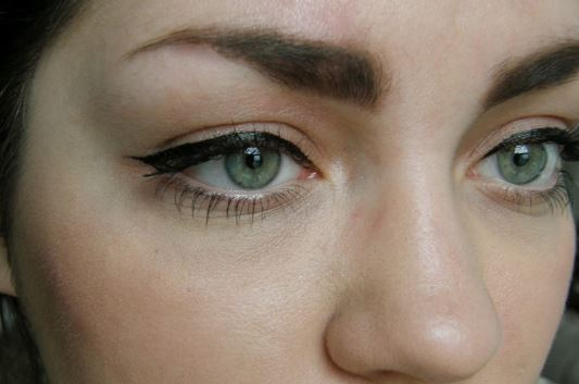 Long lasting eyeliner - Stila All Day Waterproof Liquid Eyeliner looks